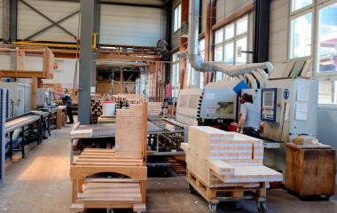 Arbeit an den CNC gesteuerten Hobel- und Profilieranlagen