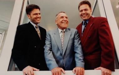 Jules Hunkeler zwischen seinen Söhnen Damian und Rolf
