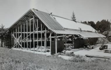 Bedeutsames Ereignis:  Aufrichte der Fabrikhalle in Ebikon (um 1945)