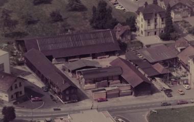 Luftaufnahme des erweiterten Betriebsgeländes aus den 1980ern