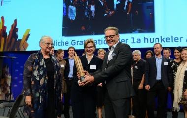 1a hunkeler fenster AG & 1a hunkeler holzbau AG gewinnt Family Business Award 2018