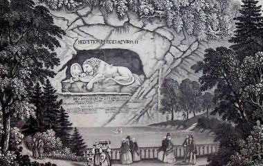 Touristen besichtigen das 1821 erbaute Löwendenkmal