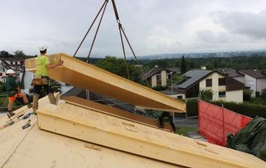 Die Dachelemente werden versetzt