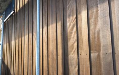 Montage der Fassade Tanne druckimpregniert braun