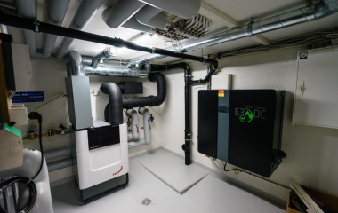 Technik: Fernwärme, Kontrollierte Lüftung, Solarbatterie