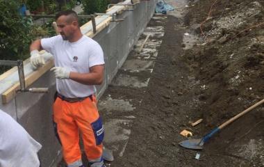 Erstellen der neuen Gartenmauer