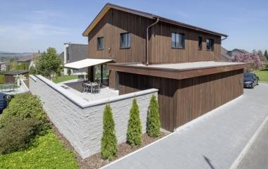 fertiggestelltes Einfamilienhaus Aussenansicht