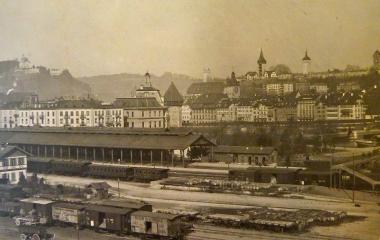Luzern in den 1880ern:  erster Bahnhof, die zehnjährige Post und Seebrücke vor der Altstadt