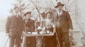 Josef J. B. Hunkeler mit Frau und Freunden