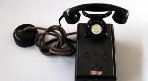Telefon des Patrons mit doppeltem Kontrollschalter