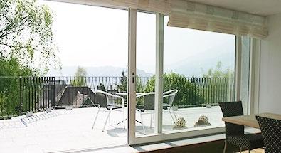 Moderne balkont ren und balkonfenster f r mehr wohnkomfort - Bodentiefe schiebefenster ...