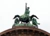 """Figurengruppe """"Zeitgeist"""" von Kissling 1907 auf dem Bahnhofsportal"""